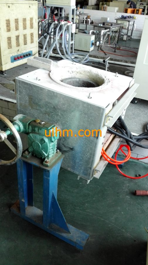 induction melting machines with tilting furnace_24